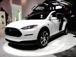 Tesla_Model_X_front_view_(16042113157)